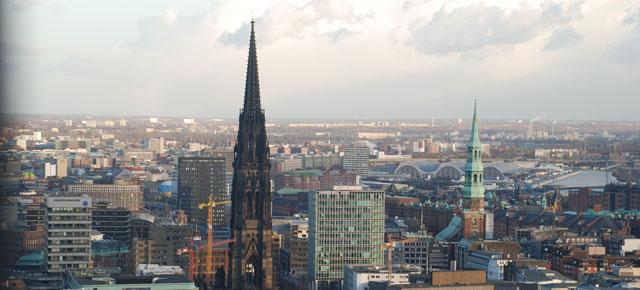 Näkymä kirjoittajan kotikaupunkiin Hampuriin.