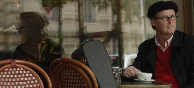 René Gothóni kahvilassa. Kuva: renegothoni.fi