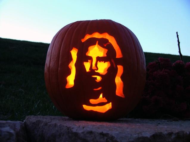 Jeesuksen kuva kaiverrettuna kurpitsaan. Kuva: Ross Thompson/Freeimages