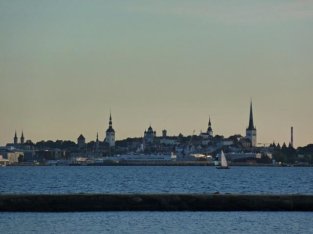 Näkymä Tallinnaan mereltä päin. Kuva: Brandungslücken/Flickr.