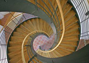 ihenevän modernin keskellä kirkko on välillä vaikeuksissa. Kuva: Freeimages.com.
