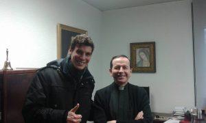 Kirjoittaja yhdessä Navarran teologisen tiedekunnan dekaanin Juan Chapa Pradon kanssa. Prado tuntee myös Heikki Räisäsen tutkimukset. Kuva: Emil Anton.