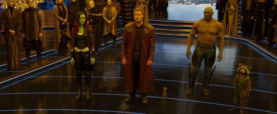 Hetki ennen uutta hässäkkää. Vartijat odottavat palkkiota Sovereign-kansan kuningattarelle suorittamastaan tehtävästä. Kuva: Marvel Studios 2017.