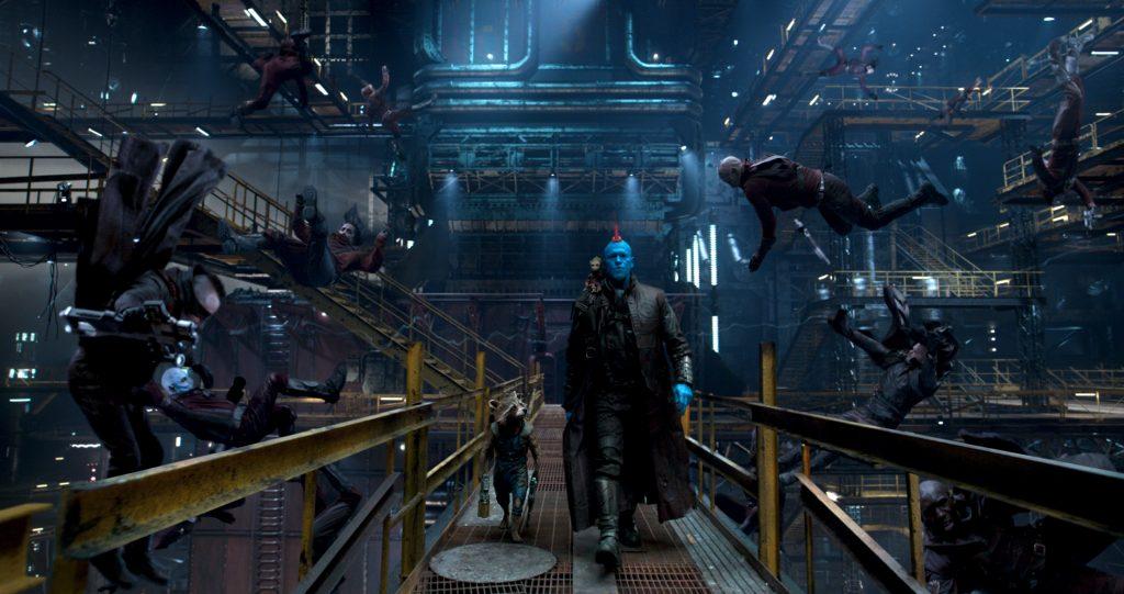 Galaktinen rosmo ja rökäle Yondu nousee yllättävään rooliin kun Vartijoiden tilanne on tukalimmillaan. Kuva: Marvel Studios 2017.