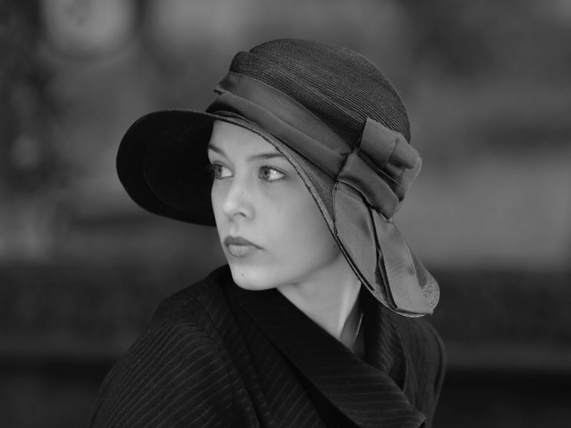 Mustavalkoiset kuvat korostavat Paula Beerin kasvojen herkkyyttä. Kuva: Cinema Mondo.