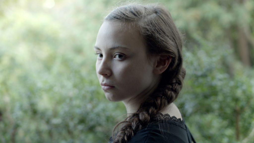 Pääosan esittäjä Lene Cecilia Sparrok on vasta 19-vuotias ja varsinaiselta ammatiltaan poronhoitaja.