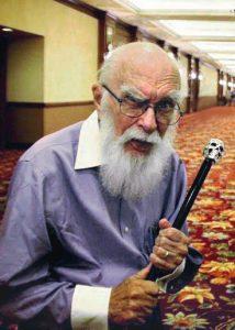 Taikuri James Randi on erikoistunut huijareiden paljastamiseen. Kuva Sgerbic/Creative Commons.