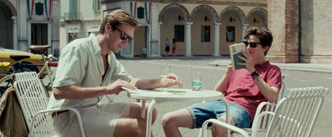 Oliverin (vas.) ja Elion kesä saa uuden kiehtovan käänteen. Kuva:The Walt Disney Company Nordic.