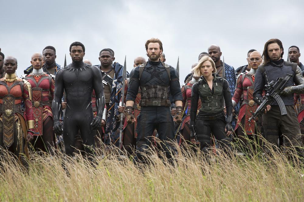 Captain America ja Black Widow tapaavat Wakandassa vanhan tutun Buckyn ja liittoutuvat Wakandan joukkojen kanssa. Kuva © Marvel Studios 2018.