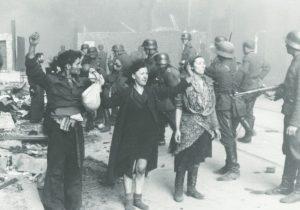 Varsovan gheton juutalaisia taistelijoita.