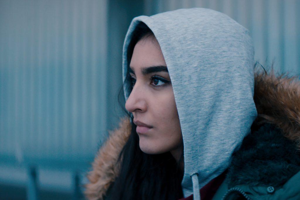 Maria Mozhdad esittää Nishaa. Kuva: Mer-film.