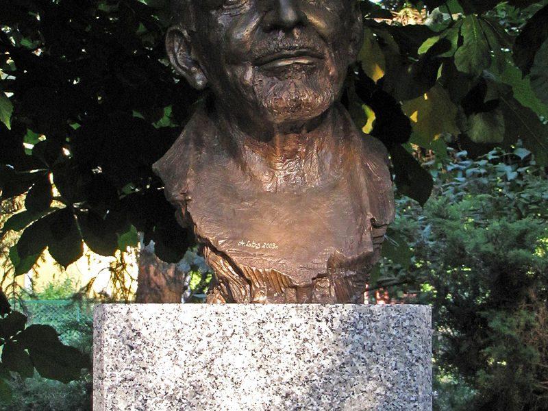 Ingmar Bergmanin rintakuva Kielcessä Puolassa. Kuva: Staszek Szybki Jest/Wikipedia.