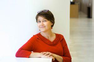 Kirjan toinen toimittaja on Elina Vuola. Kuva: Linda Tammisto/Helsingin yliopisto.