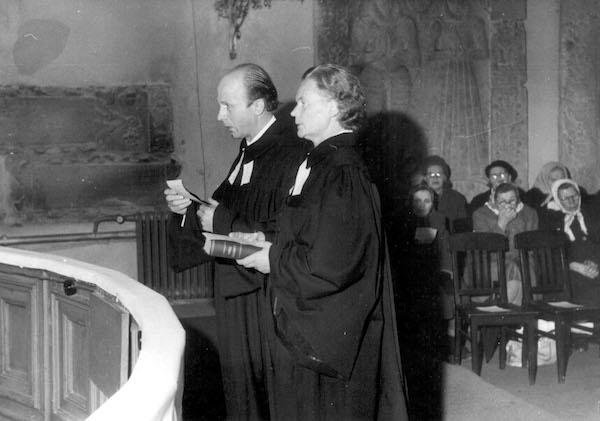Laine Villenthal oli ensimmäinen virolainen nainen, joka ordinoitiin luterilaisen kirkon papiksi 1967. Kuva: Eesti Kirik.