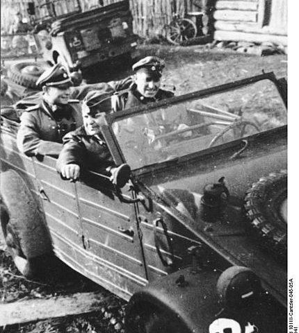 SS-miehiä Venäjällä 1941. Kuva: Wikipedia/ Bundesarchiv, Bild 101III-Cantzler-045-05A : Cantzler : CC-BY-SA 3.0.