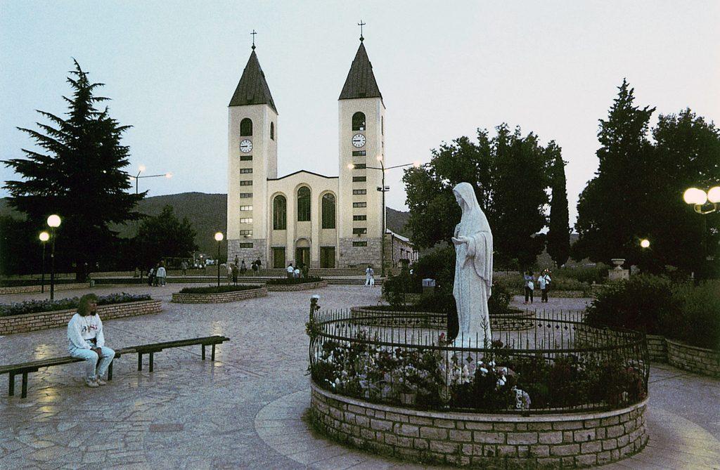 Medjugorjen pääkirkko on Pyhän Jaakobin (Sv. Jakov) kaksitorninen kirkko. Kuva: Flickr.com.
