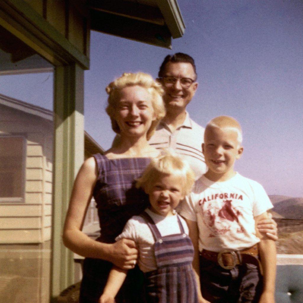 Tavallisen näköinen amerikkalaisperhe 1950-luvulta. Kuva: Wikipedia.