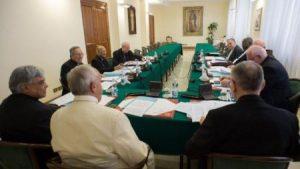 Paavi Franciscuksen lähimpien neuvonantajien ryhmä, niin sanottu C9. Kuva: De Roerom.
