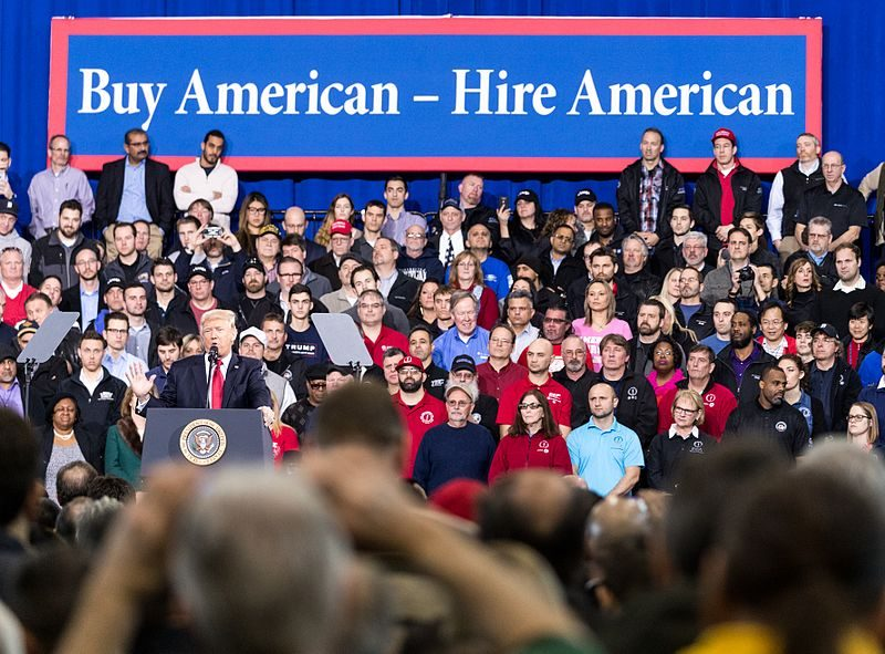 Donald Trump puhumassa autoteollisuuden työntekijöille Michiganissa maaliskuussa 2017. Kuva: Wikipedia.