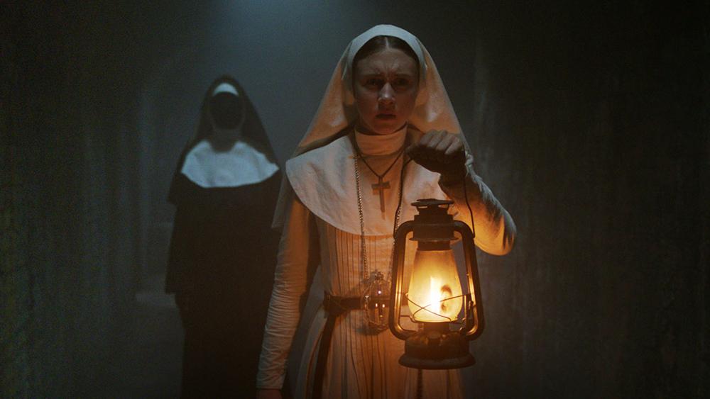 """Kuva Corin Hardyn elokuvasta """"Nunna"""" (2018)."""