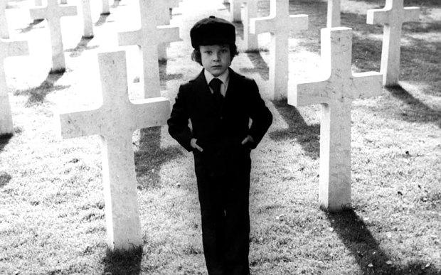 """Kuva Richard Donnerin elokuvasta """"Omen"""" (1976)."""