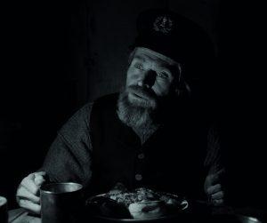 Willem Dafoe on vanhempi majakanvartija Thomas. Kuva; Upimedia.