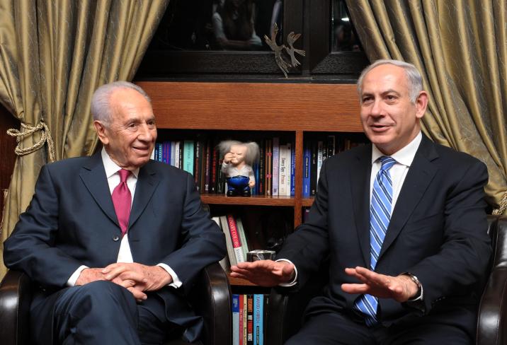 Shimon Peres ja Benjamin Netanjahu vuonna 2012. Kuva: Moshe Milner.