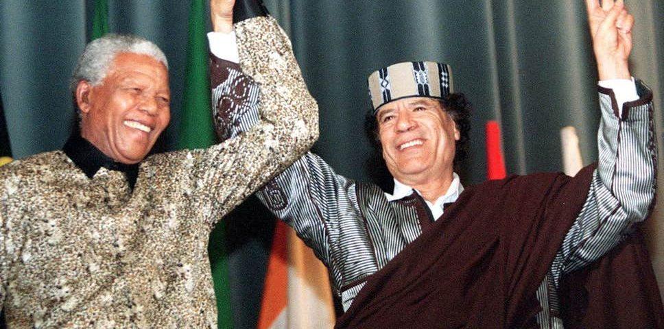 Nelson Mandela ja Muammar Gaddafi.