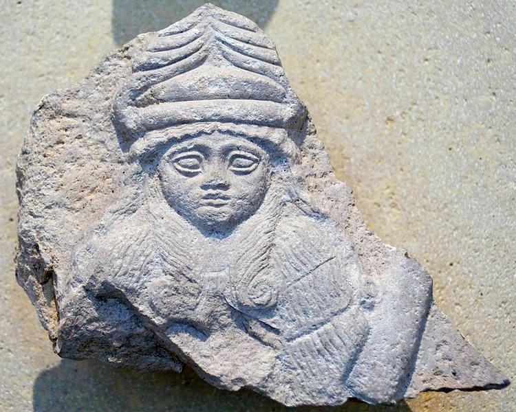 Sumerilainen jumalatarpatsas, jonka arvellaan esittävän jumala Bauta. Kuva: Wikipedia.