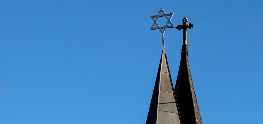 Juutalaisuus ja kristinusko.