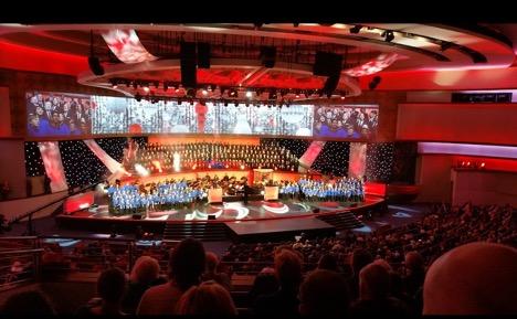 Jumalanpalvelus Dallas Fist Baptist Churchissa. Kuva: Jarmo Tarkki.