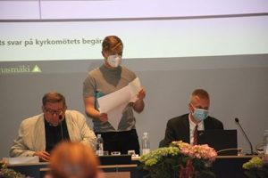 Katederin takana Pertti Rajala, Niilo Rantala ja Henrik Hurtig. Kuva: Johanna Lumijärvi.