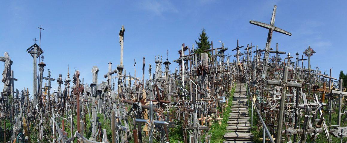 Liettuan Šiauliaissa sijaitseva ristikukkula. Kuva: Wikipedia.