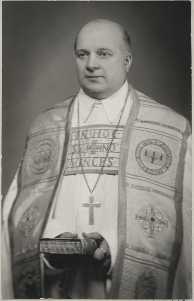 Eino Sormunen piispallisissa asusteissaan. Kuva: Wikipedia.
